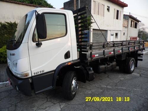 ACELO 1016 CARROCERIA DE MADEIRA 5,00 MTS