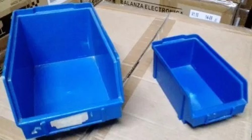 * 16 x 9 x 7,5 cm. caja plastica apilable en color azul