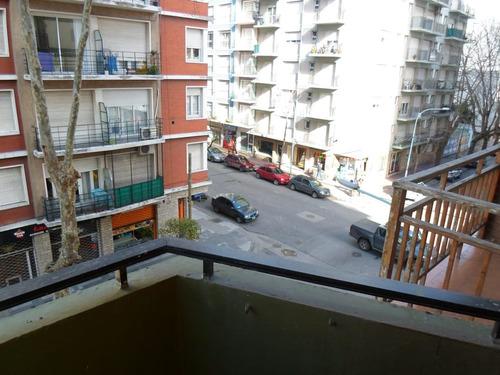 ** 2 ambientes a la calle balcón. cochera. z/ güemes - mar del plata