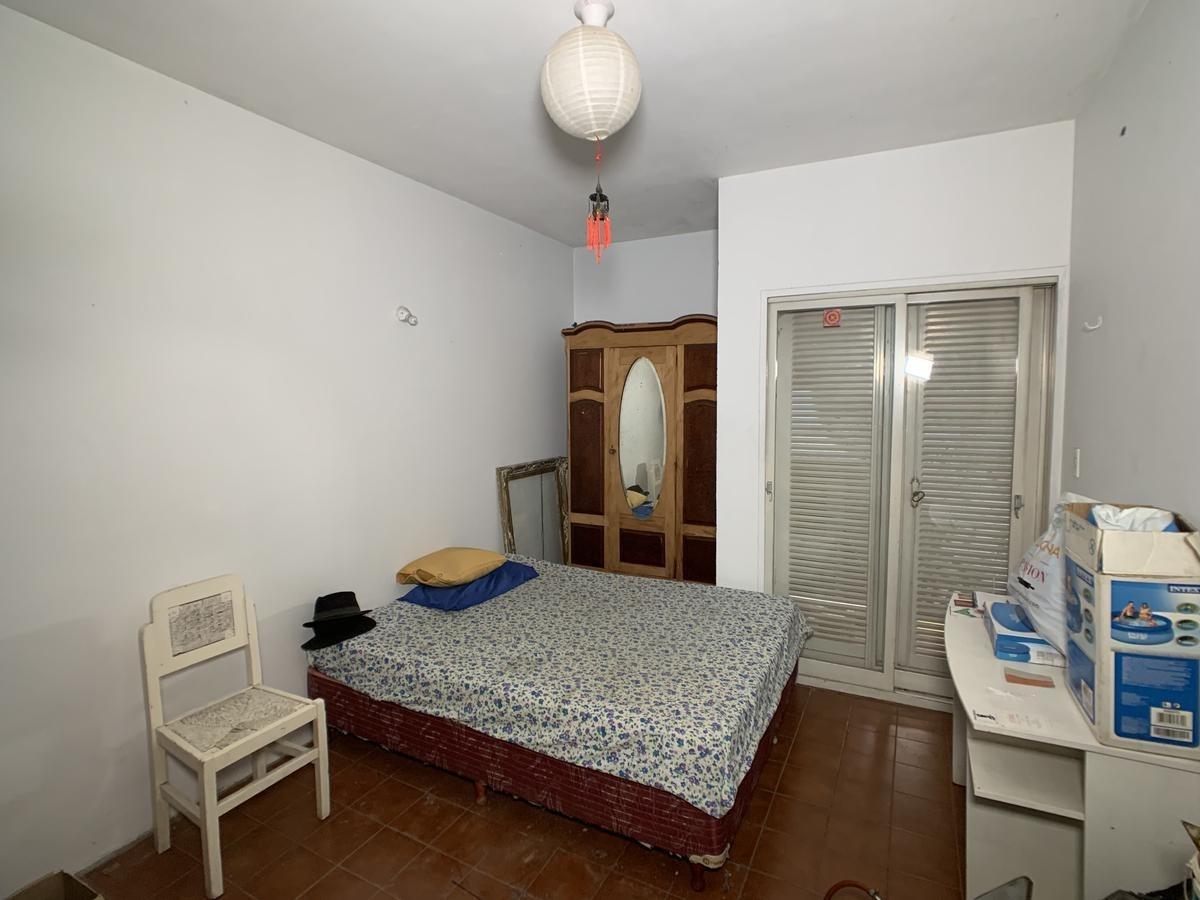 - casa 4 dormitorios en calle 12 de octubre casi esq. santa fe
