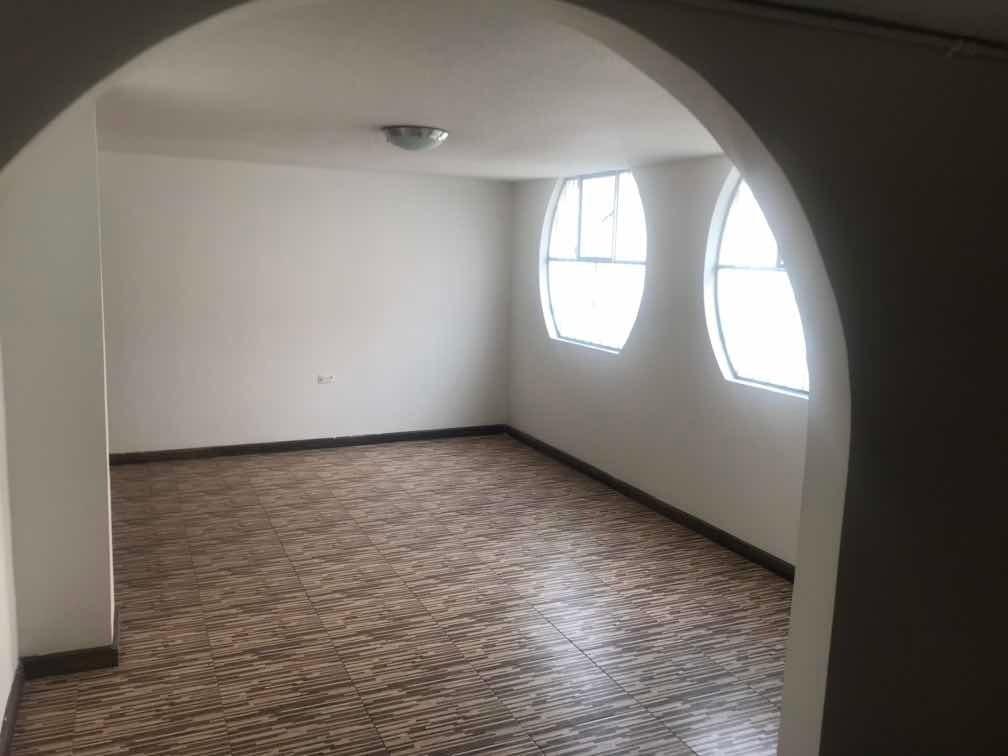 !!! casa de 4 han 4 baños sala comedor 2 para estudio