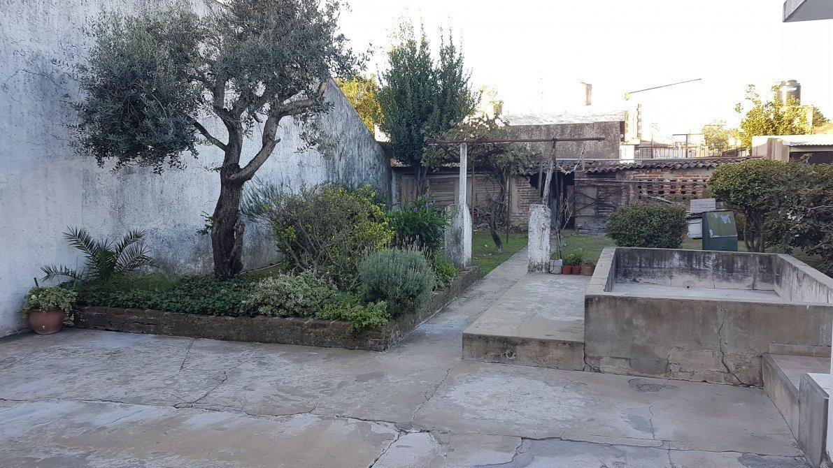### excelente casa 4 ambientes ### longchamps ###