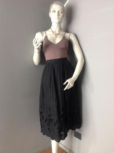 :::. falda negra de lino con flores caladas, talla s. ::::