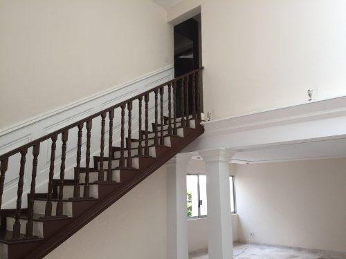 ¡¡ hermosa residencia a unos pasos de los arcos de queretaro !!