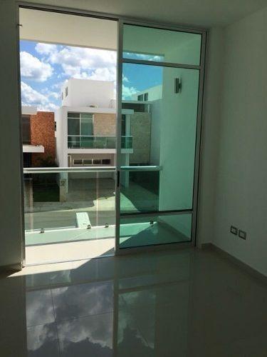 * moderna residencia en privada en venta