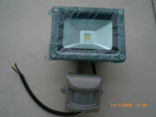 ## refletor de led 10w com sensor de presença ##