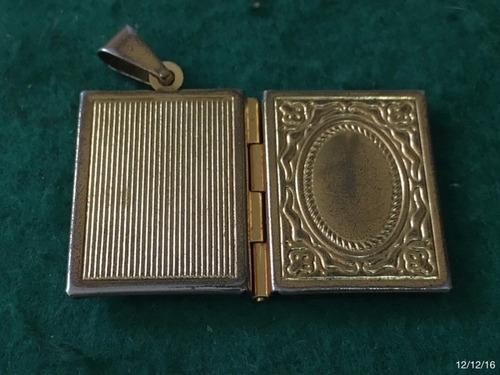 * relicário antigo - formato de um livro - cor dourada *