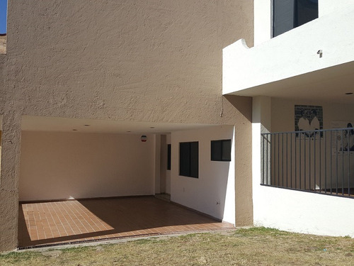 * renta casa en balcones del campestre *