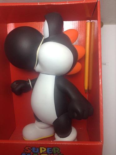 *** yoshi color negro de 23cm. de mario bros *** pokechay