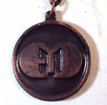003 chv- antigo chaveiro- 1979- faculdades integradas- metal