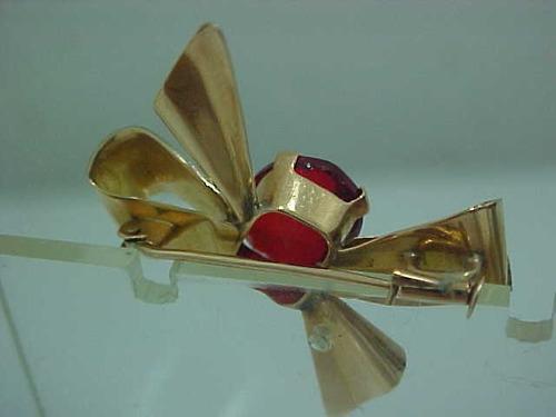 #005be  - broche laço em ouro 18k com pedra oval
