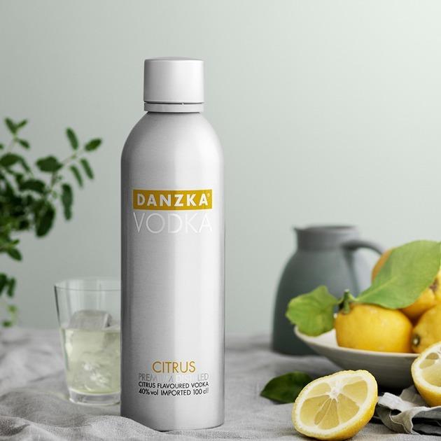 02 Vodka Danzka 1 Litro Garrafa Alumínio Original E Sabores!