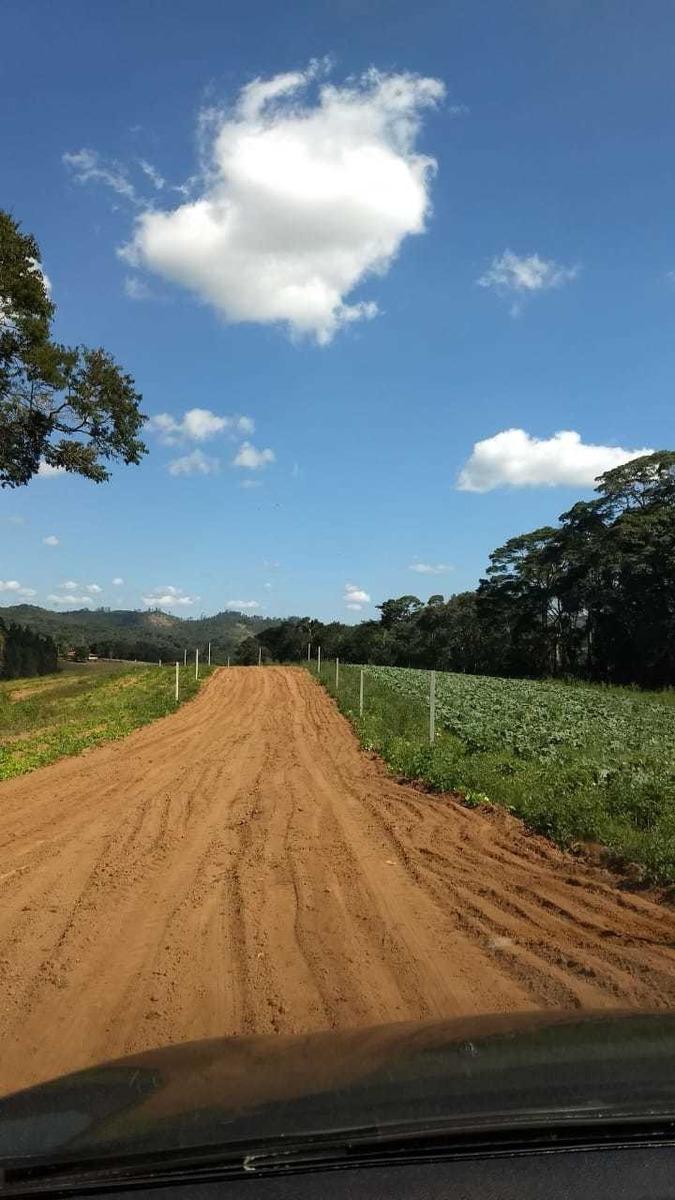 03 terreno de 600m² planos c/ infraestrutura em ibiuna