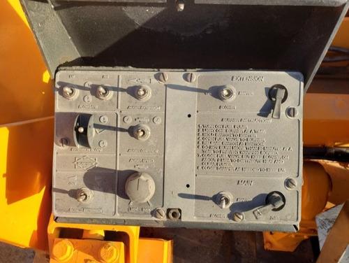 05) pavimentadora sobre llantas blaw knox pf-3200 2002