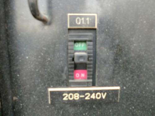 05) planta de luz y emergencia 65 kw 80 kva atlas copco 2004