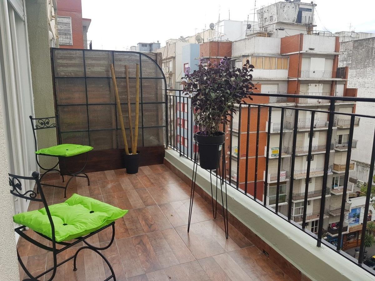 1 amb a la calle con balcon  terraza