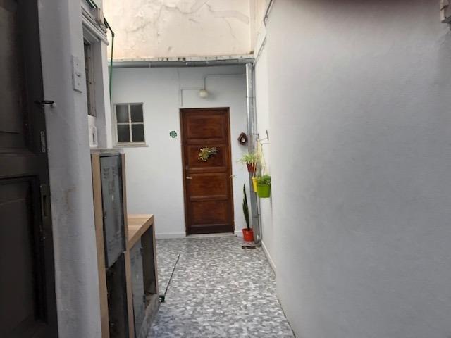 1 amb + entrepiso c/patio - muy buena ubicacion - s/expensas
