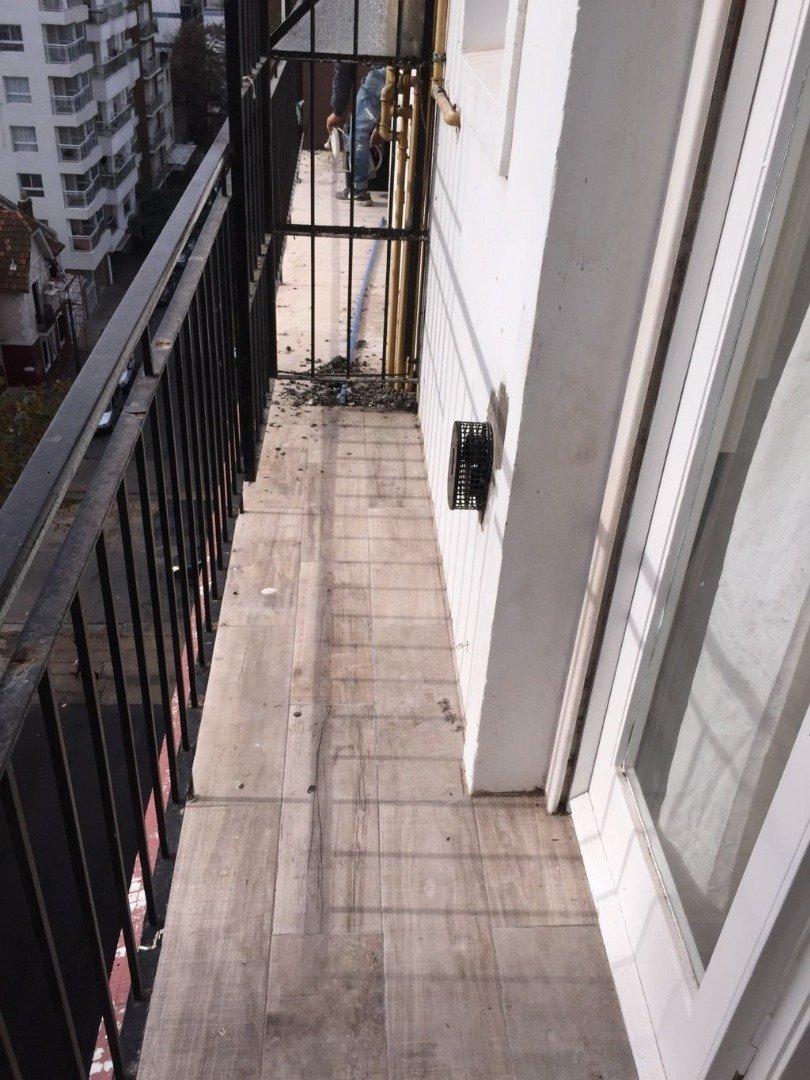 1 ambiente a la calle con balcón