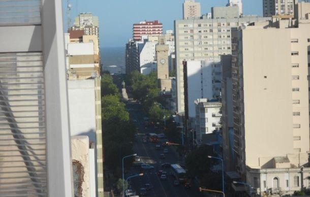 1 ambiente con balcón a la calle