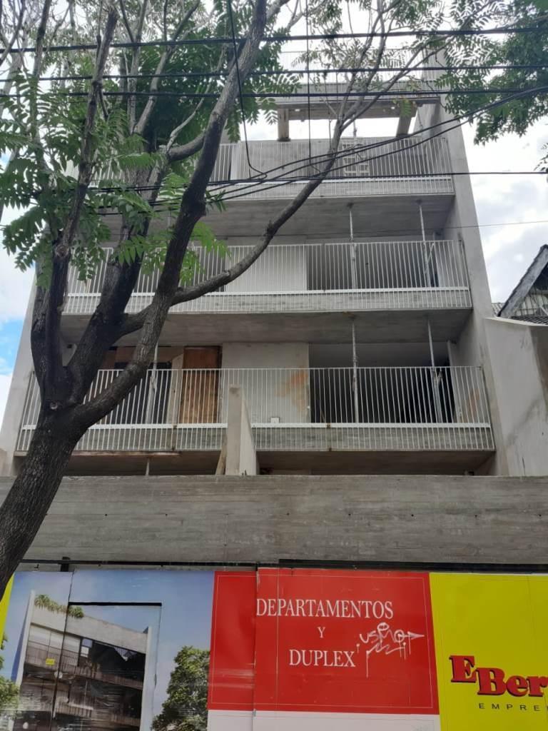 1 ambiente con balcon terraza a estrenar en pque. centenario