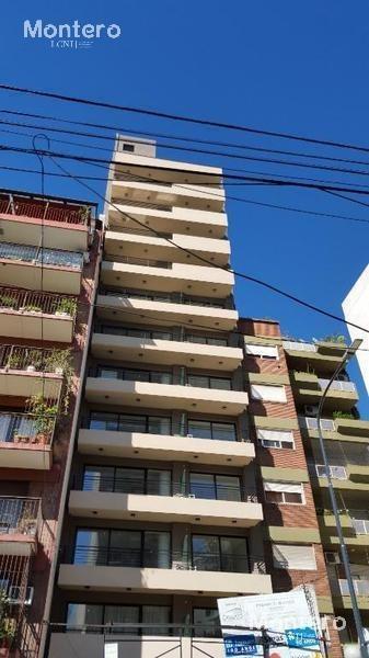 1 ambiente grande, gran balcon a la calle a estrenar, aire acondicionado,a. profesional
