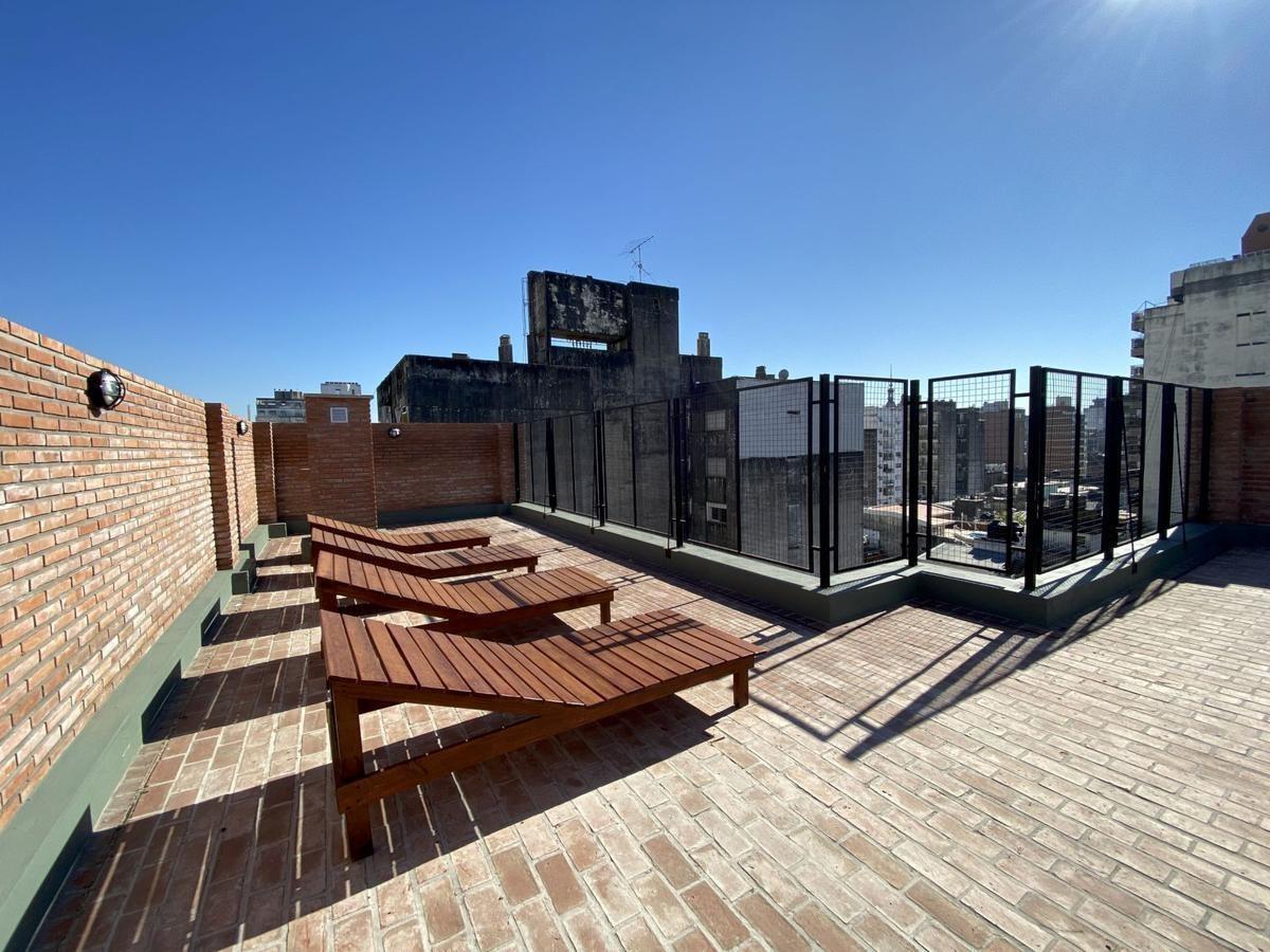 1 dormitorio con patio