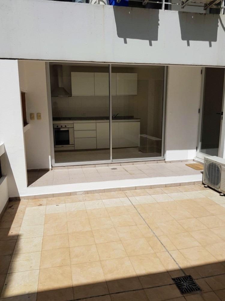 1 dormitorio lujo barrio martin con patio y asador alquiler