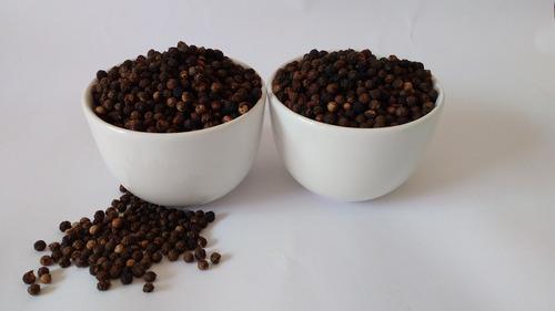 1 kg pimenta do reino preta seca em grãos