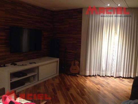 1 suite master com hidro e closet