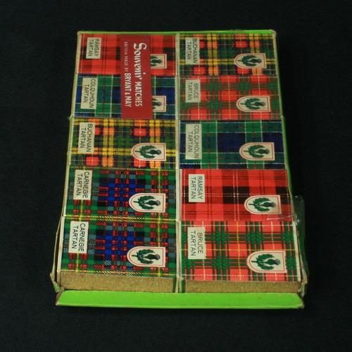 10 caixas de fósforos com os tecidos dos clãs britânicos