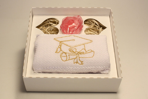 10 lembrancinhas de formatura com toalha bordada e sabonete