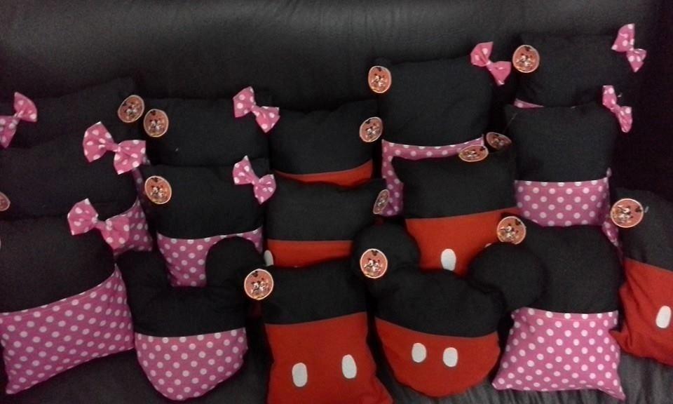 10 Souvenirs Almohadones Porta Pijama Mickey Y Minnie - $ 450,00 ...
