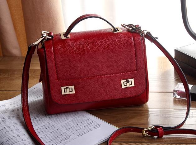 a395c55d1 100% Couro Legitimo - Bolsa Linda Na Cor Vermelha - Moda! - R$ 199 ...