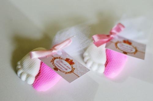 100 lembrancinhas mini pézinho em sabonete