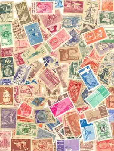 100 selos comemorativos e aéreos diferentes, novos.