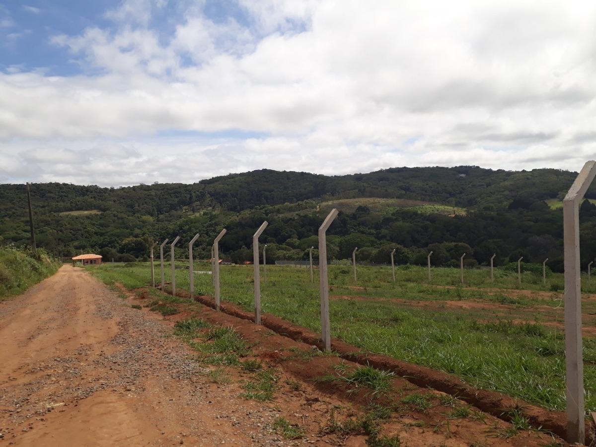 1000 metros em ibiuna, só 300 mts da rodovia com portaria