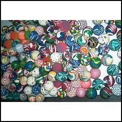 1.000 pelotas saltarinas para máquinas dispensadoras.