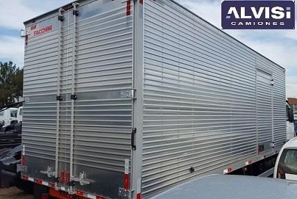 10.160 c/ furgón de fábrica de 6 metros carga 5.5 ton. + iva