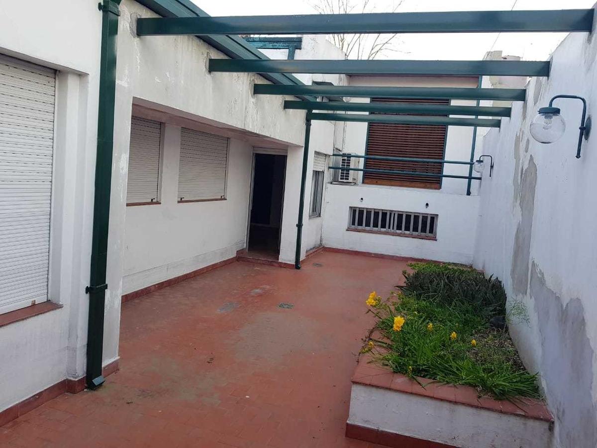 11 e 32 y 33 - casa barrio norte -3 dorm -2 cocheras-quincho