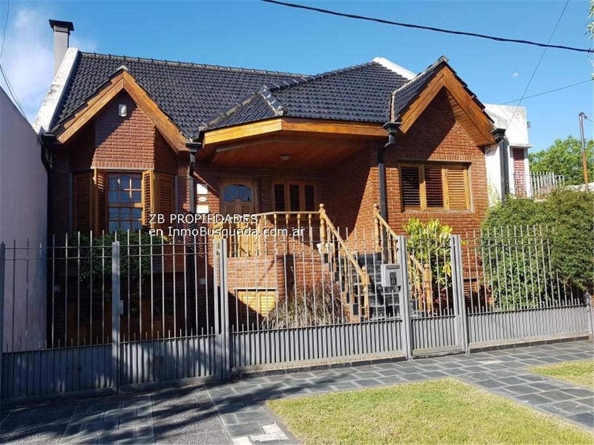 11 e/ 527 y 528: casa en excelente zona de tolosa. 4 dorm.