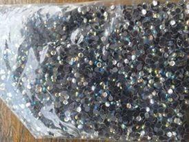 11 mil strass e cristais coloridos
