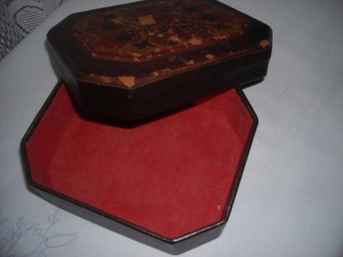 110- caja forrada en cuero