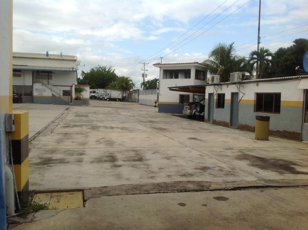 110m2 depósito con área de oficina en alquiler en zona indus