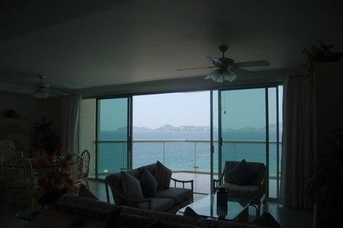 1134, sobre  playa  en la bahia  departamento en acapulco