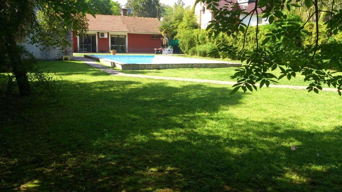 1140-ideal 2 familias, en parque leloir