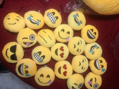 12 llaveros emoji  whatsapp san valentin