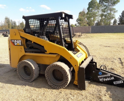12) mini cargador cat 226b 2006 con sistema hidraulico