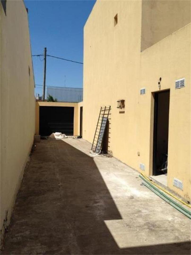 133 e/ 518 y 519: casa en dos plantas en venta y cochera