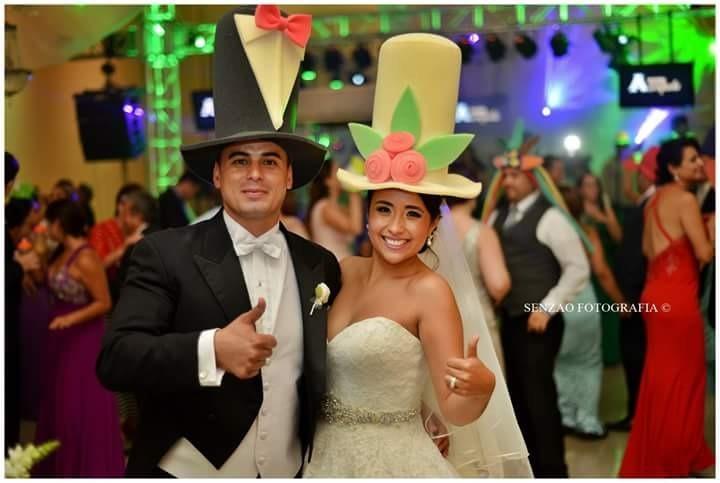 14 Sombreros De Espuma Para Fiestas Bodas Y Cotillón Lentes ... a572def75f4