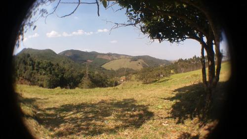 14b terreno com vista para montanhas